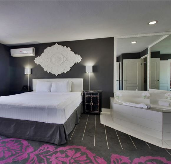 Deluxe King Soaking Tub Room in Serene Vegas, An InnPlace Resort Nevada