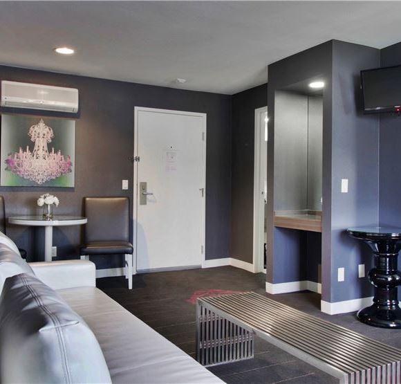 King Suite at Serene Vegas, An InnPlace Resort Las Vegas